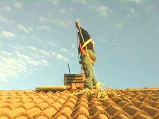 limpieza de chimenea desde el tejado