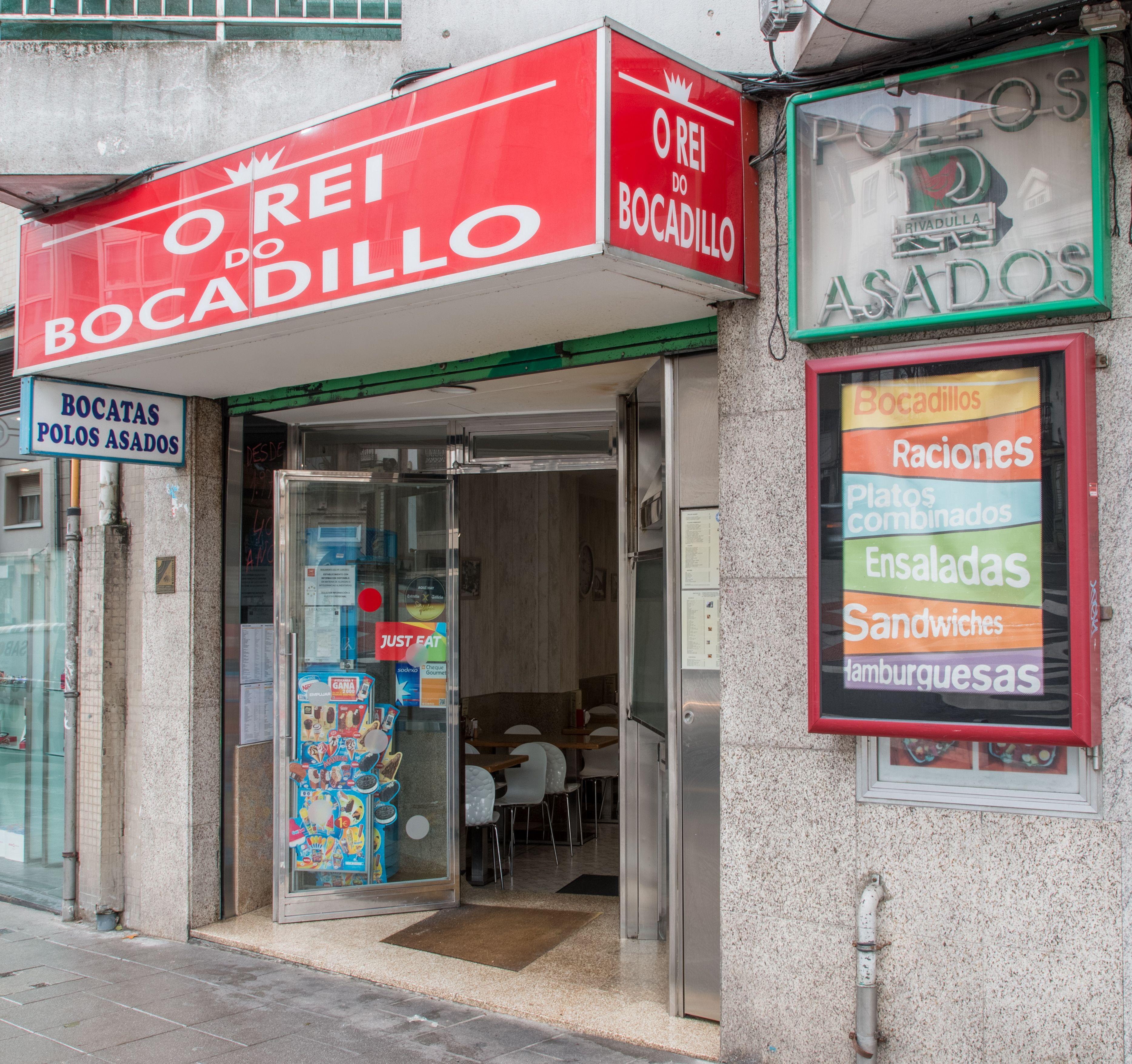 Foto 6 de Establecimiento con una amplia variedad en bocadillos, pollos asados, sándwiches y hamburguesas en Santiago de Compostela   O Rei Do Bocadillo