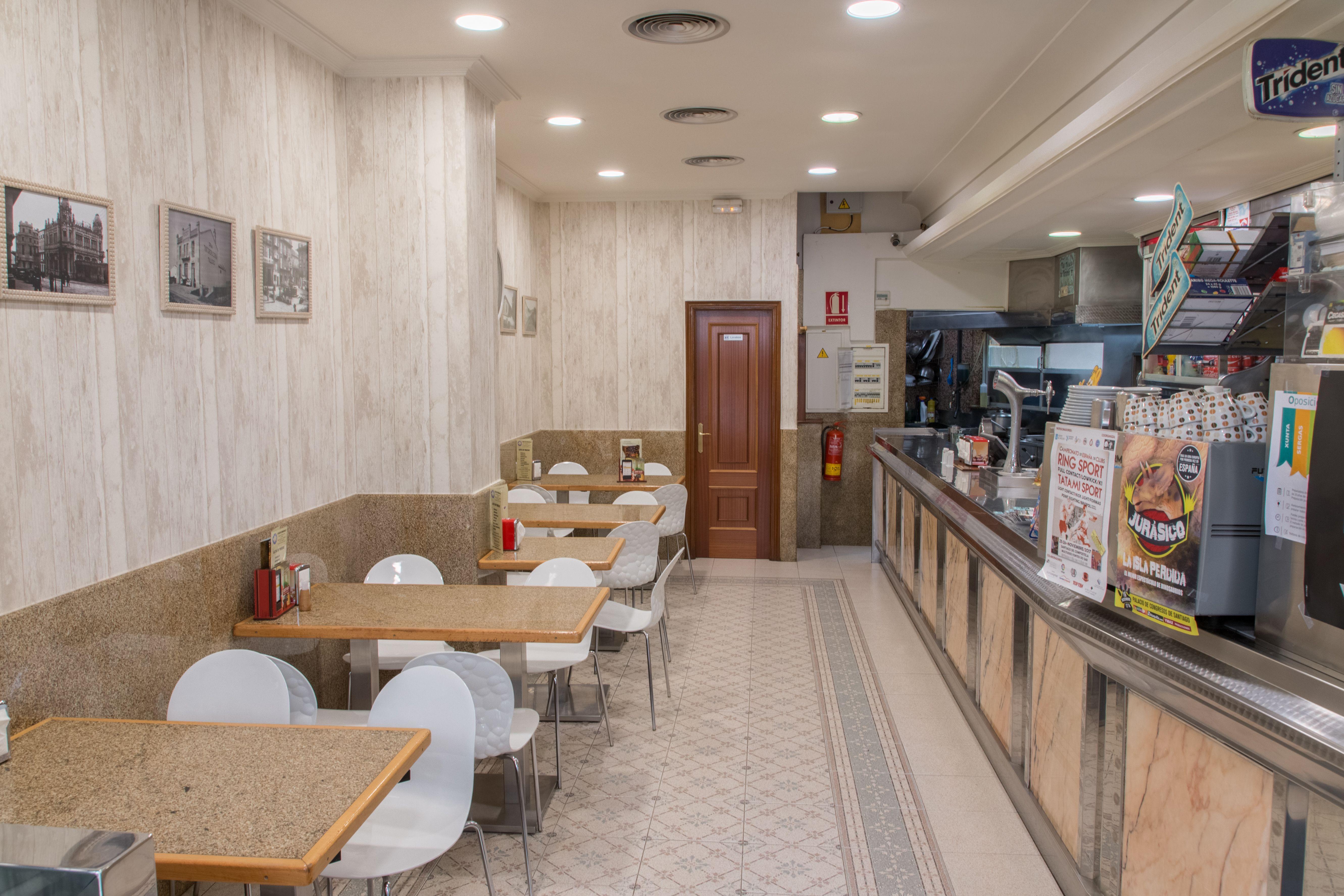 Foto 5 de Establecimiento con una amplia variedad en bocadillos, pollos asados, sándwiches y hamburguesas en Santiago de Compostela | O Rei Do Bocadillo