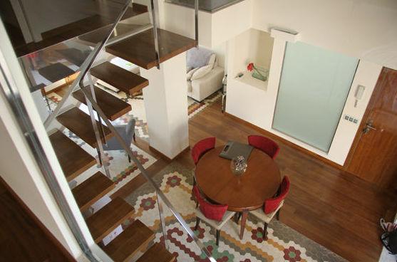 Vista general, desde la planta superior, del salón-comedor-recibidor.