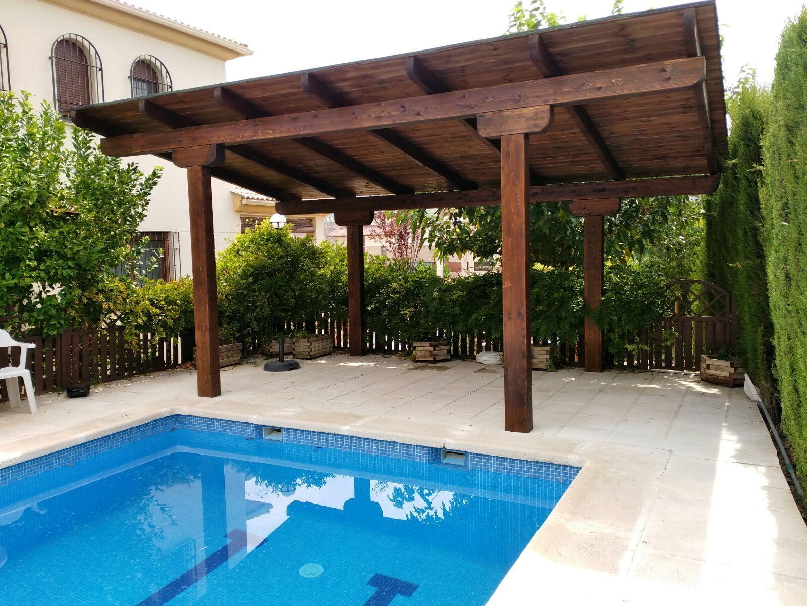 Pérgolas de madera con toldo Granada