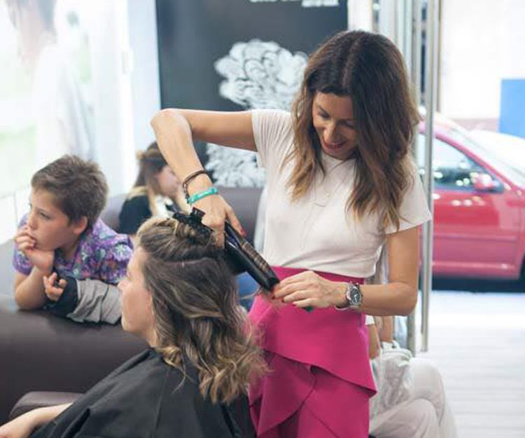 Disfruta de un pelo sano y peinado en Ferrol