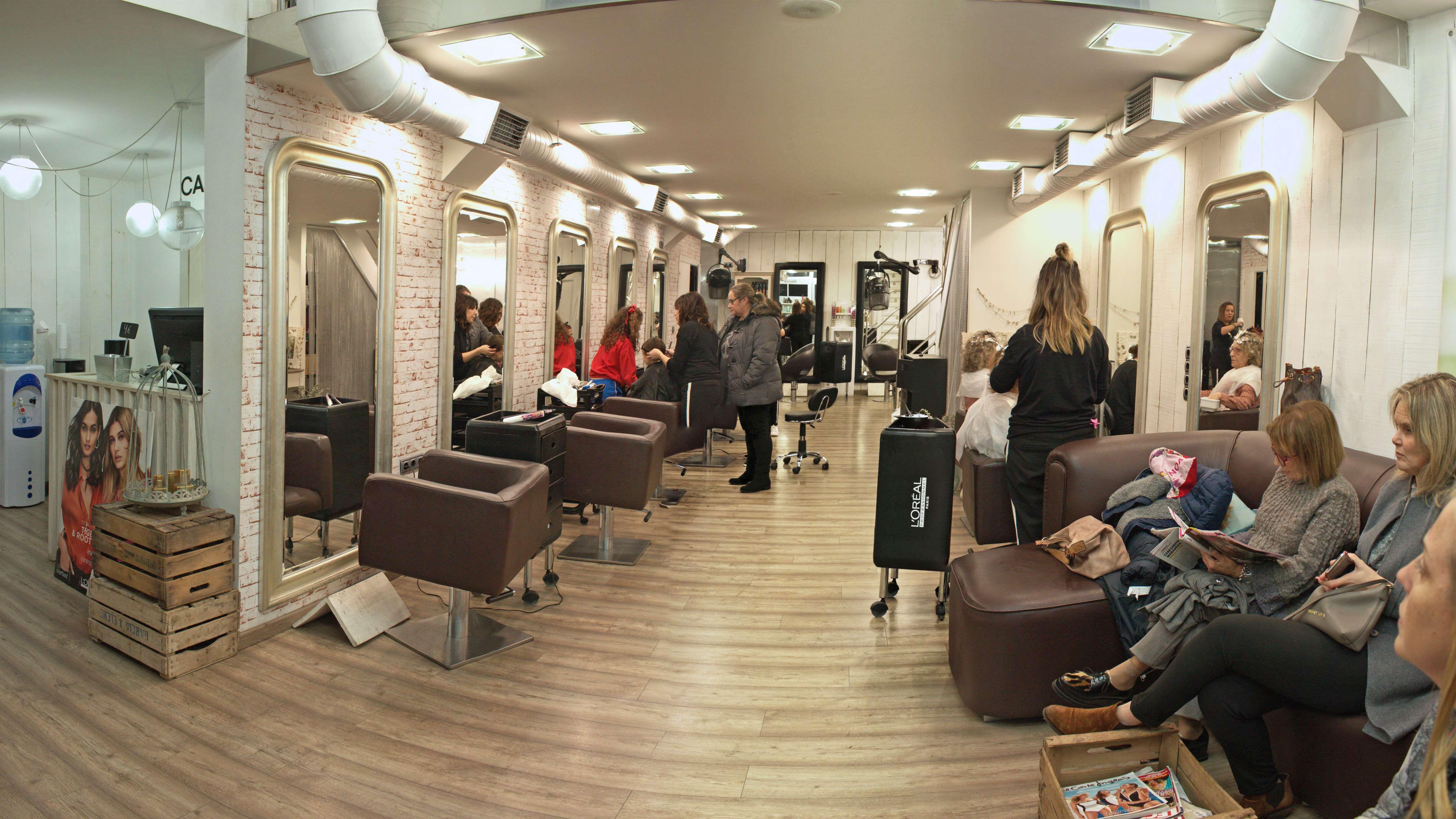 Interior del salón de peluquería en El Ferrol