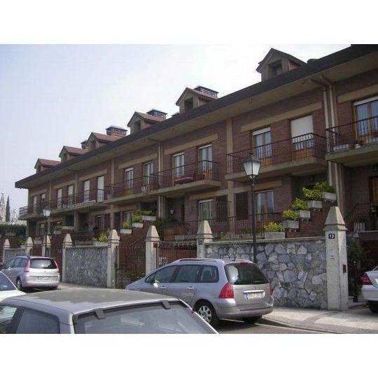 30 viviendas unifamiliares adosadas en Polloe, San Sebastián.: TRABAJOS REALIZADOS de Construcciones y Promociones Grobas Agudo, S.L.