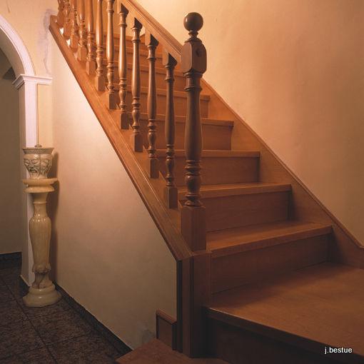 Fabricación de escaleras y barandillas en madera