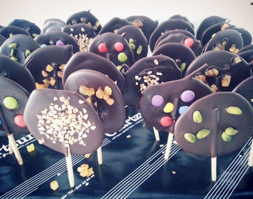 Piruletas de Chocolate: Catálogo de Pastelería Oiartzun