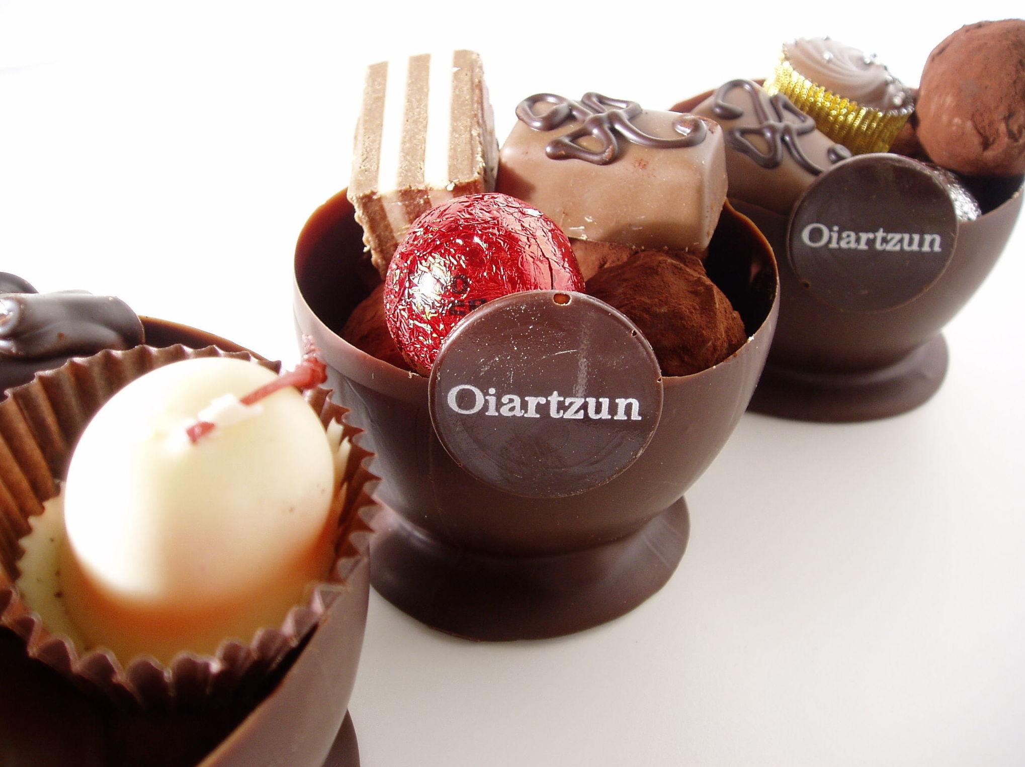 Bombón de chocolate: Catálogo de Pastelería Oiartzun