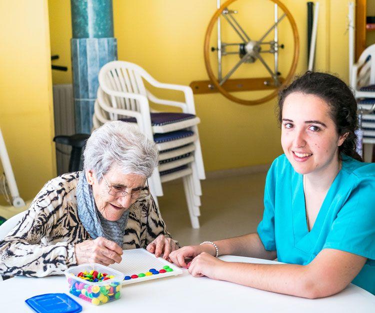 Centro para mayores con actividades de ejercicio mental