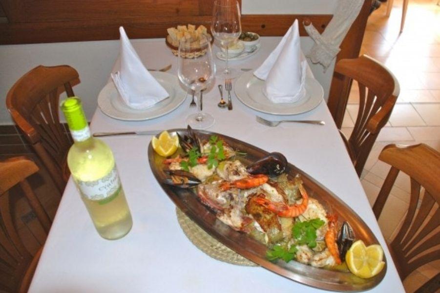 Parrillada de pescados y mariscos en Ibiza