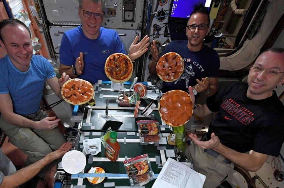 Pizza en el espacio