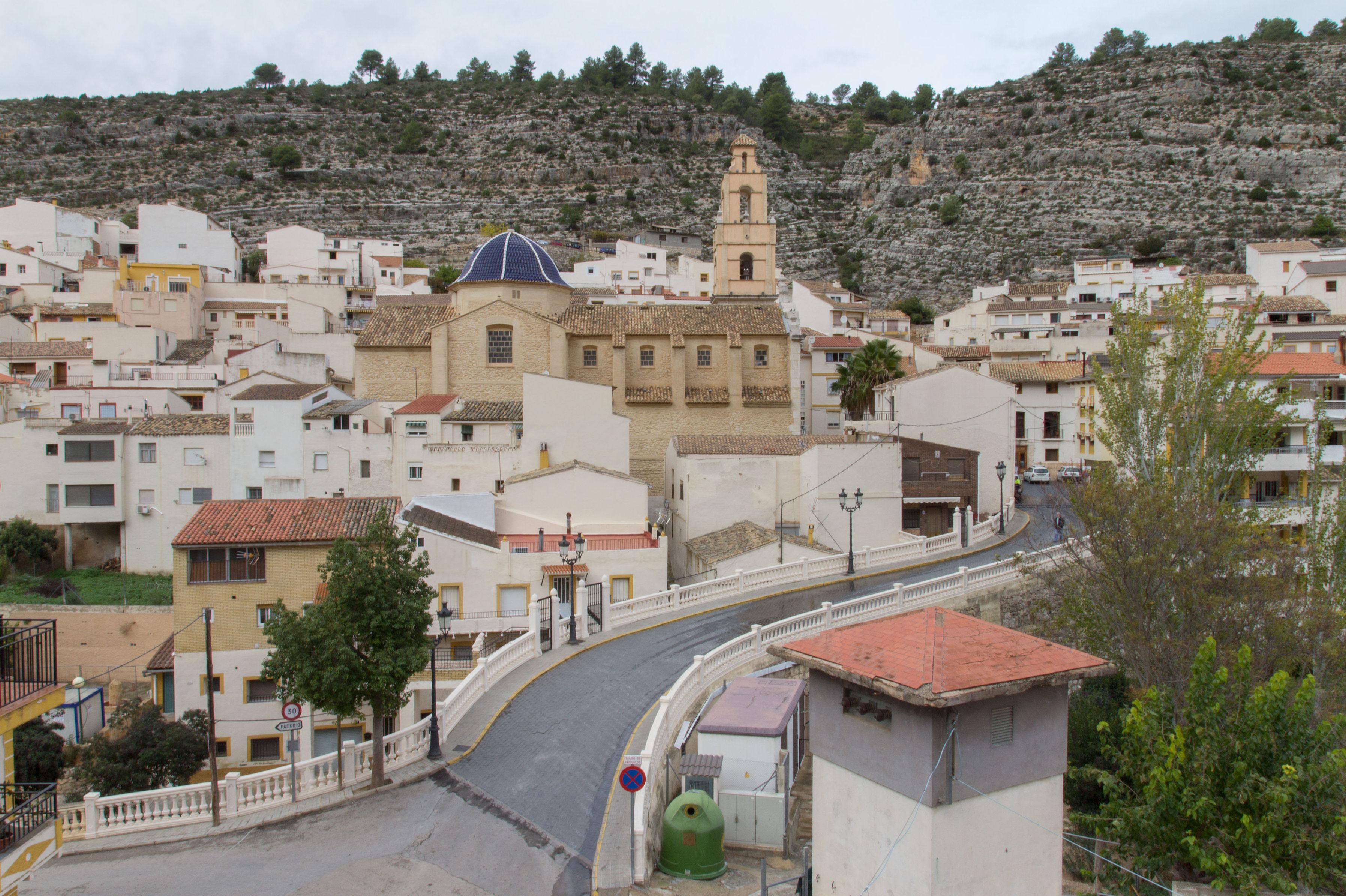 Restaurante y alojamiento en el bonito pueblo de Cortes de Pallás