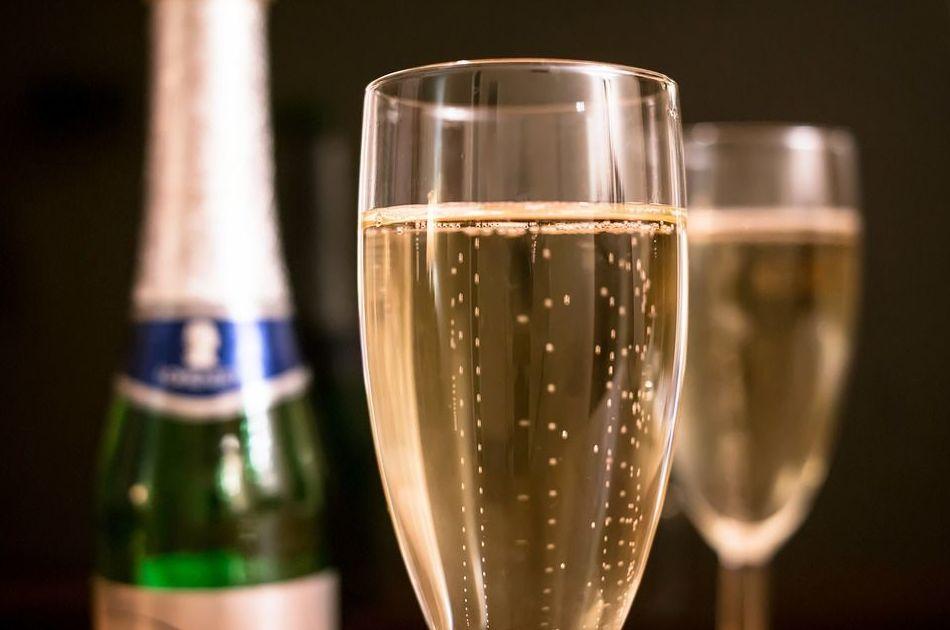 Champagne: Mesón Restaurante de Mesón Restaurante La Fresquera
