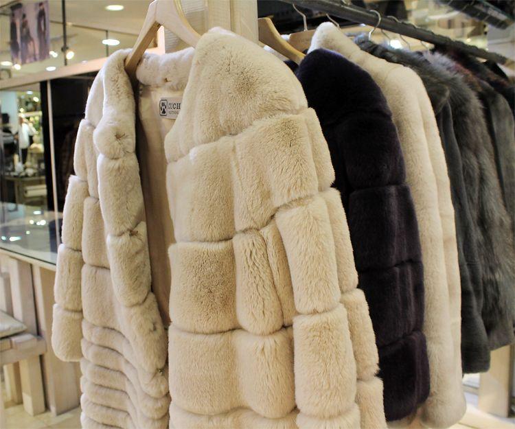 Confección de abrigos de piel en el Barrio de Salamanca, Madrid.