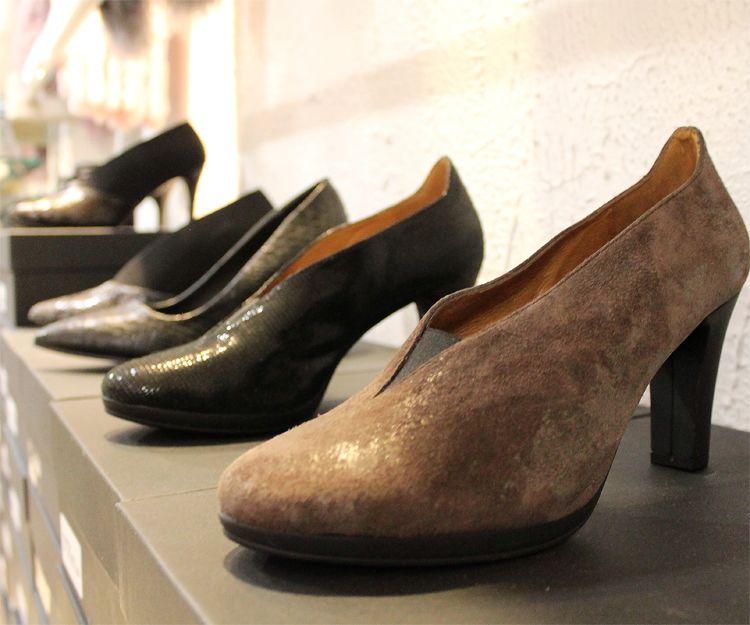Zapatos de piel con distintos diseños y colores en nuestra tienda