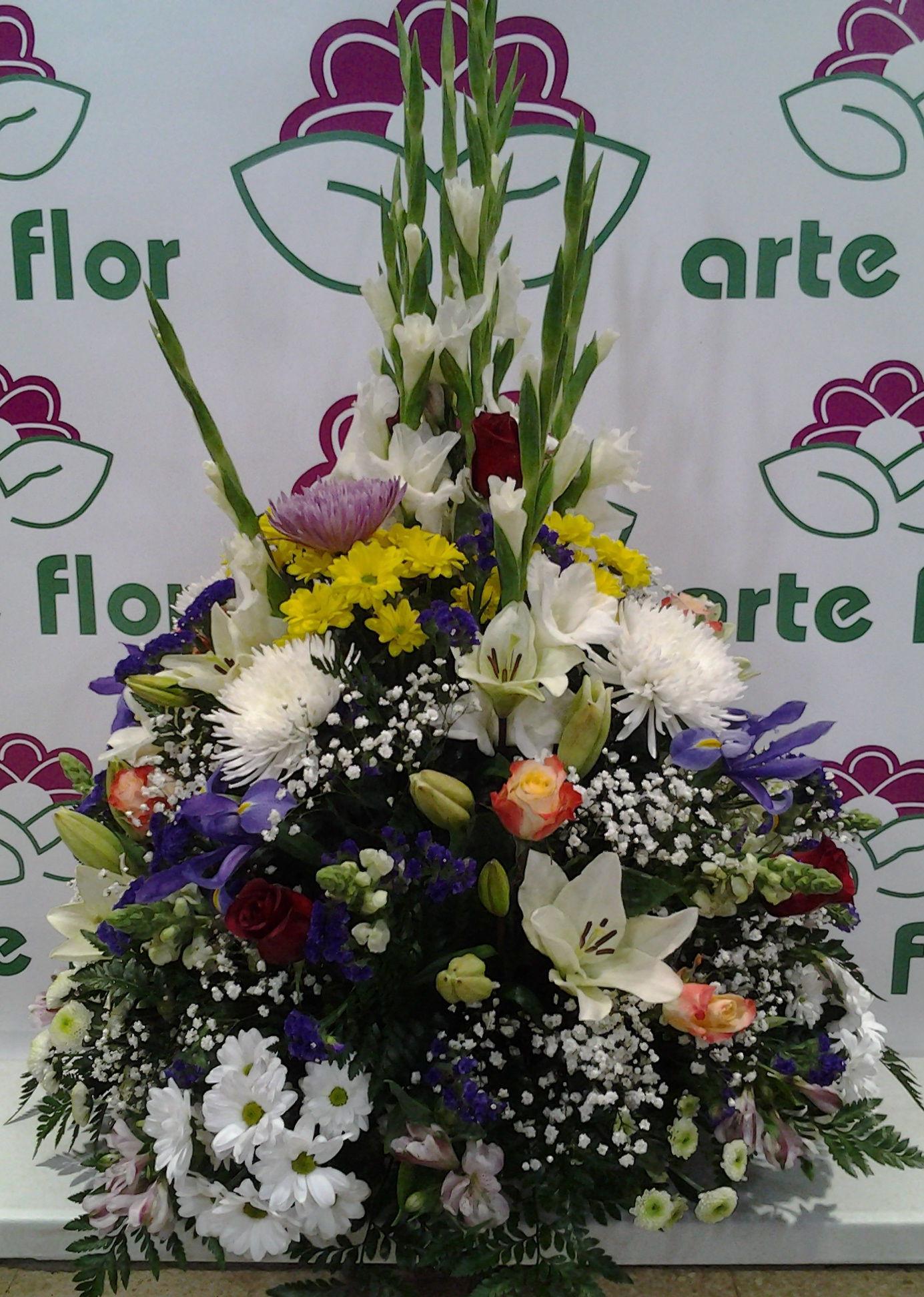Centro redondo de flor variada: Servicios de Arte Flor