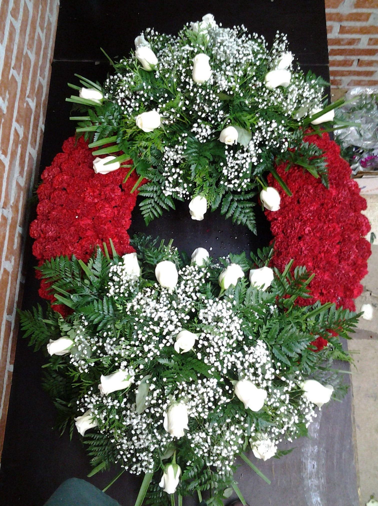 Corona de dos cabeceros: Servicios de Arte Flor