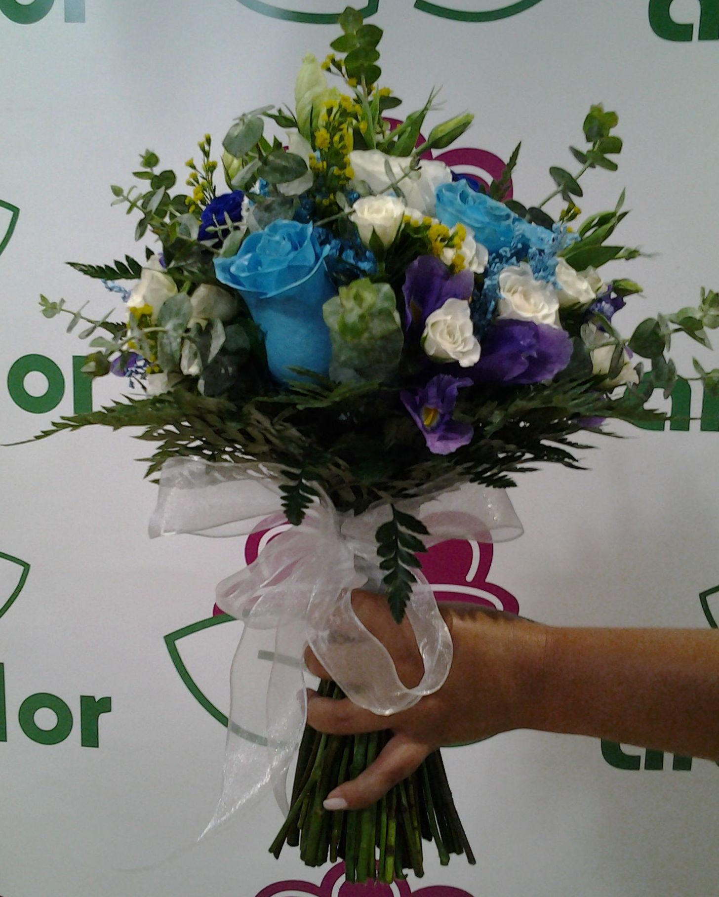 Ramo con lisianthus: Servicios de Arte Flor