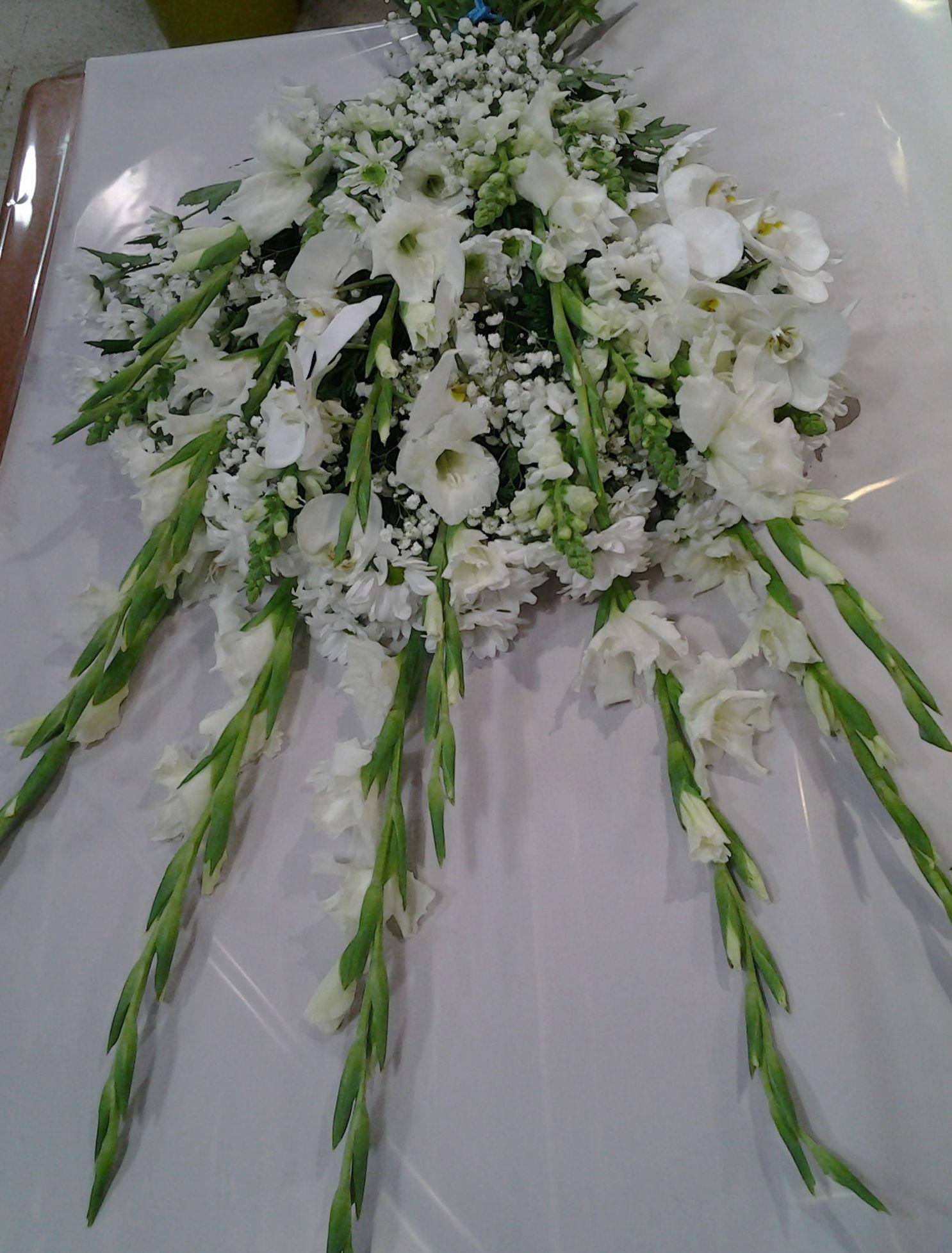 Ramo funerario de gladiolos: Servicios de Arte Flor