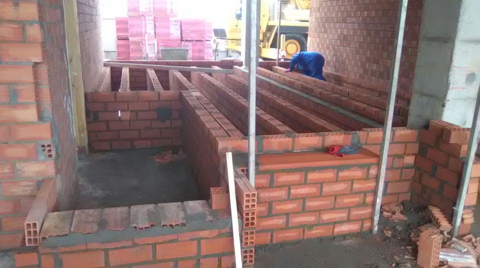 Construcción de suelo a distinto nivel . Burgos
