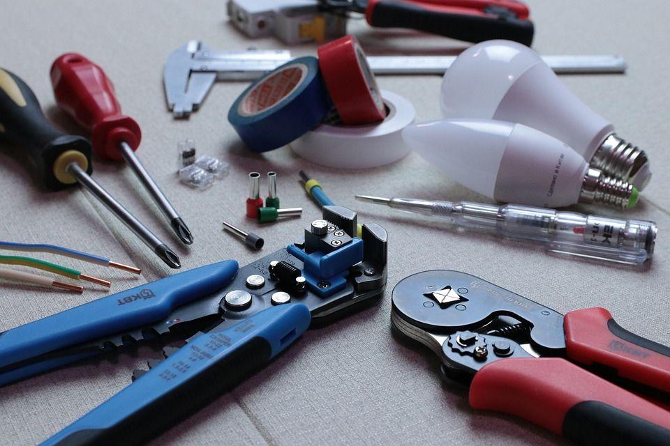 Instalaciones y reparaciones eléctricas: Servicios y trabajos de Obras y Reformas Bernardo