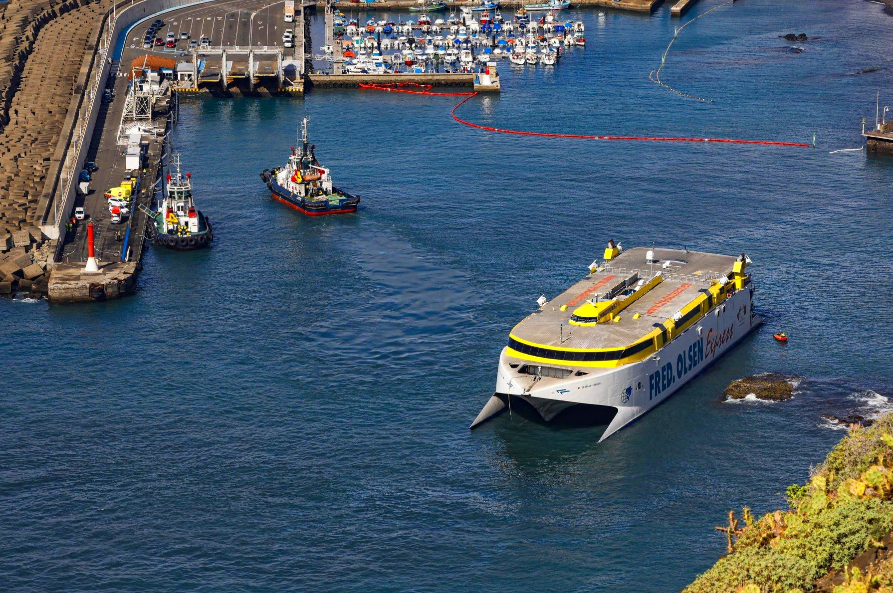 Puerto de las Nieves, Agaete. Taxi Terminal Fred Olsen de Agaete, Las Palmas.