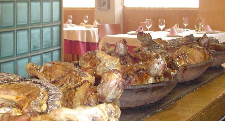 Lechazo asado en horno de leña de roble de Asador San Lorenzo