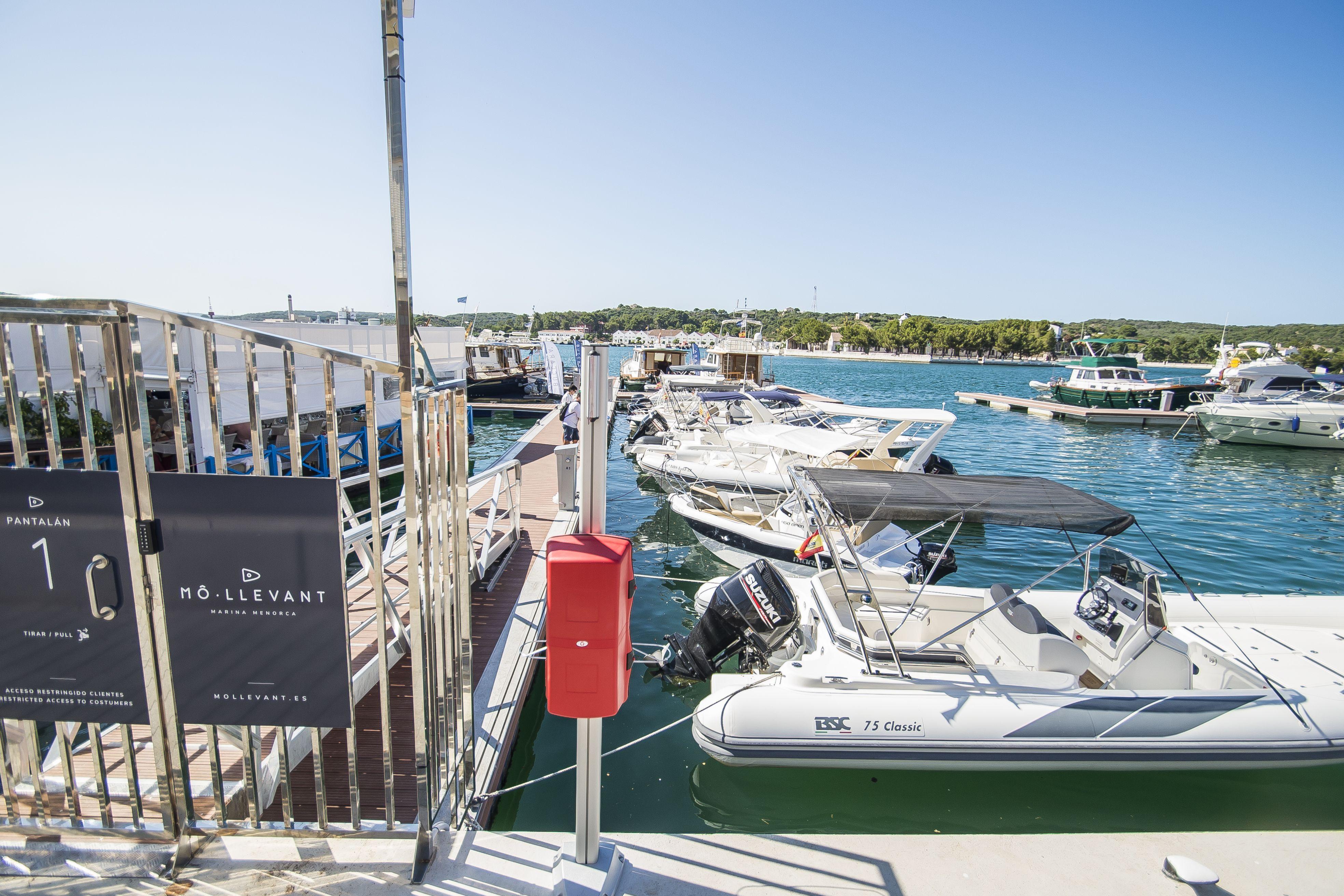 Alquiler de barcos con patrón en Menorca