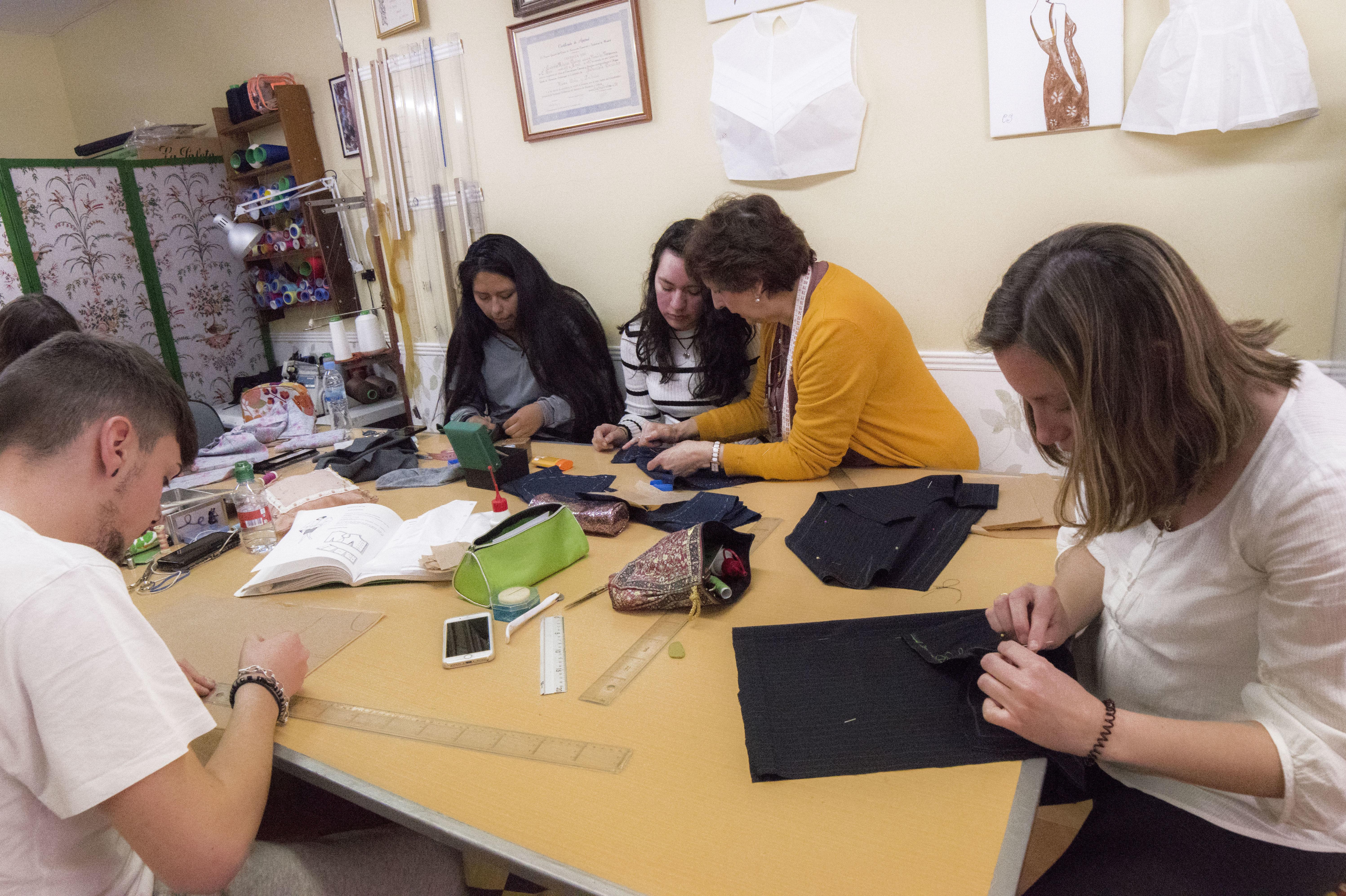 Foto 6 de Academias de corte y confección en Madrid | Academia Carmen