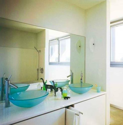 mueble de baño lacado en color blanco