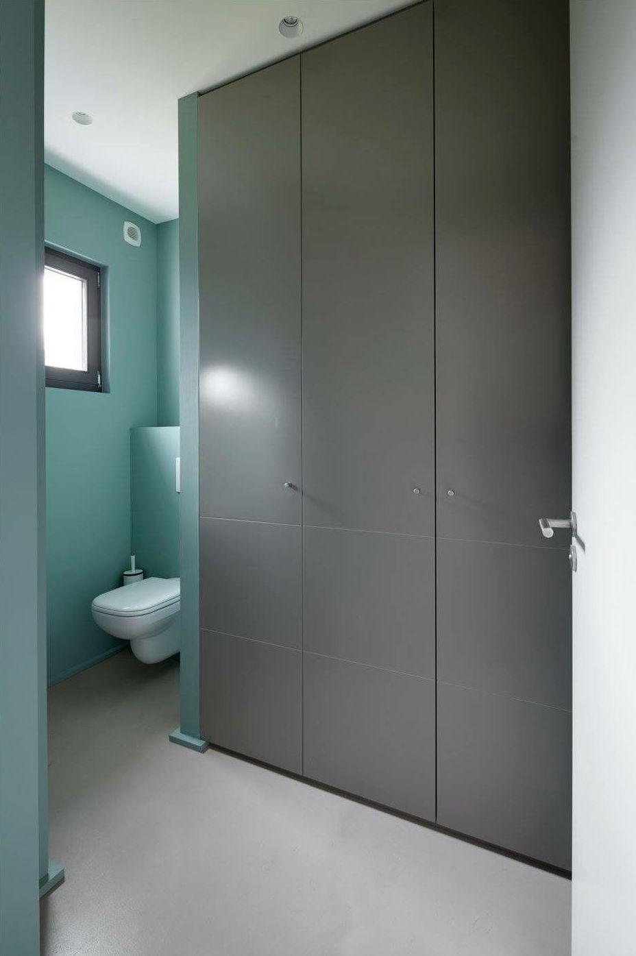Color gris en los muebles, armario