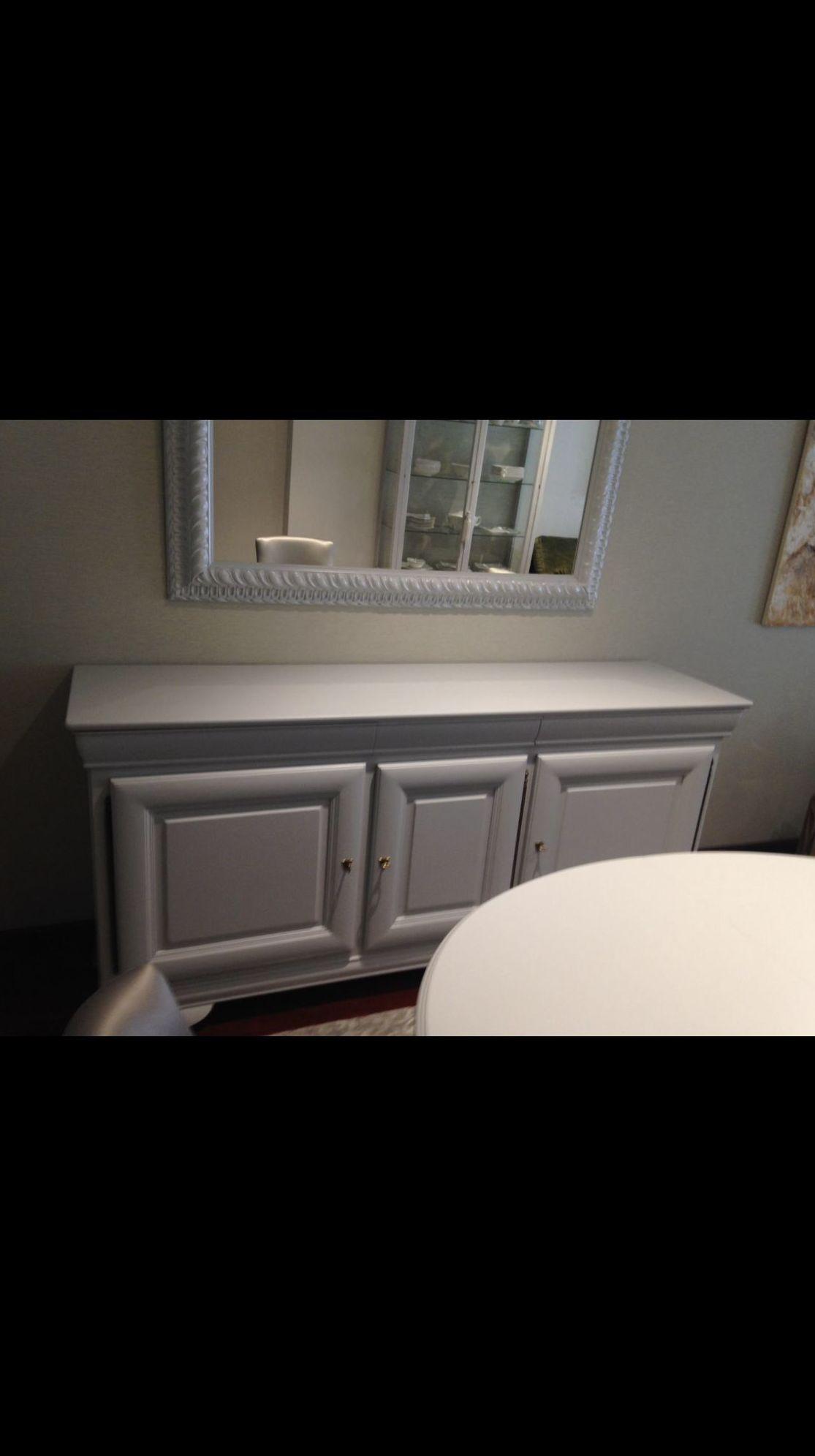 Restauración y lacado en color gris claro de aparador, mesa y Marco de espejo