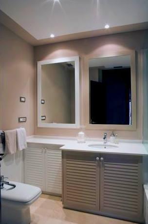mueble de baño lacado en dos tonalidades de color