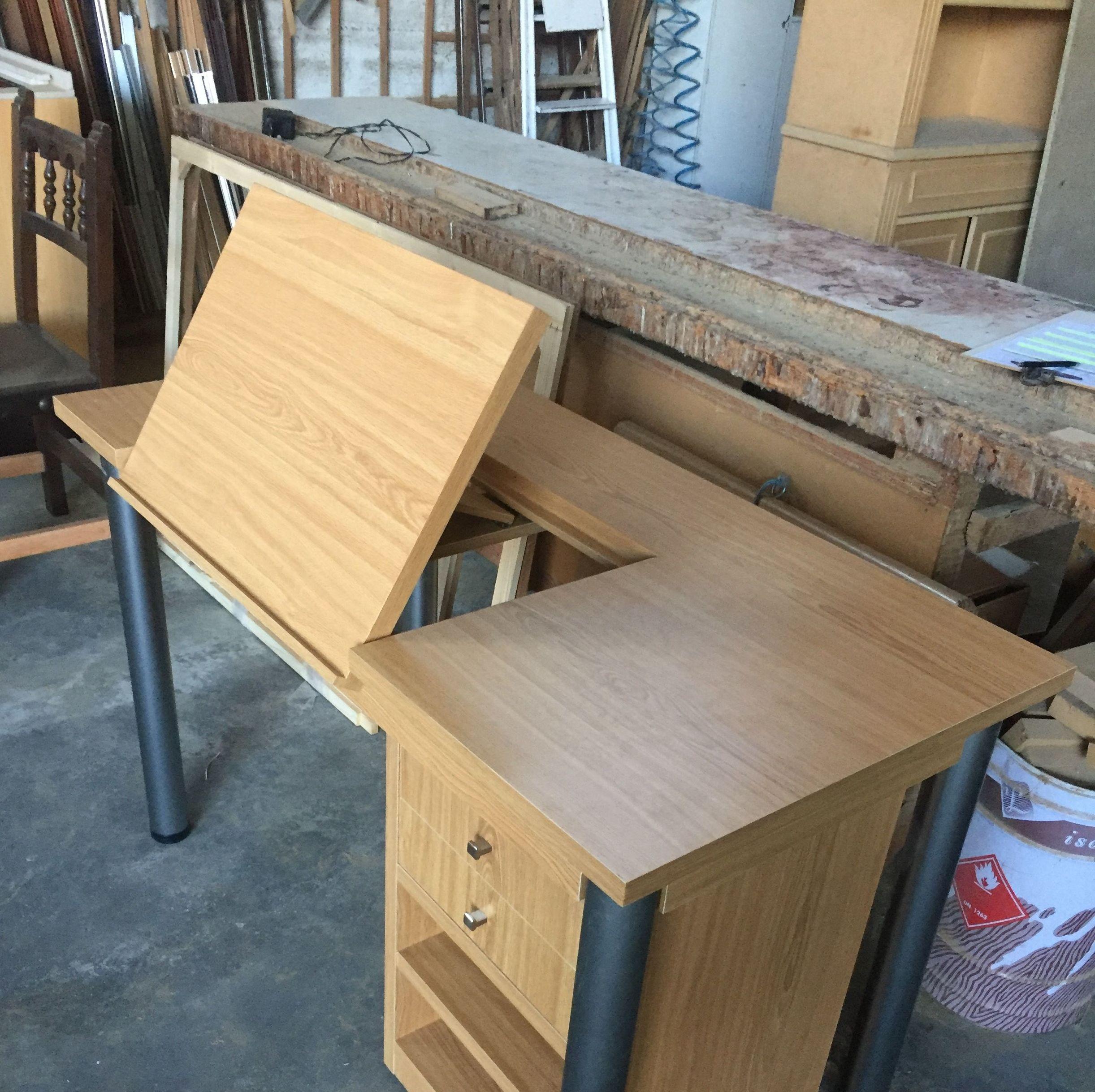 Mesa escritorio con atril