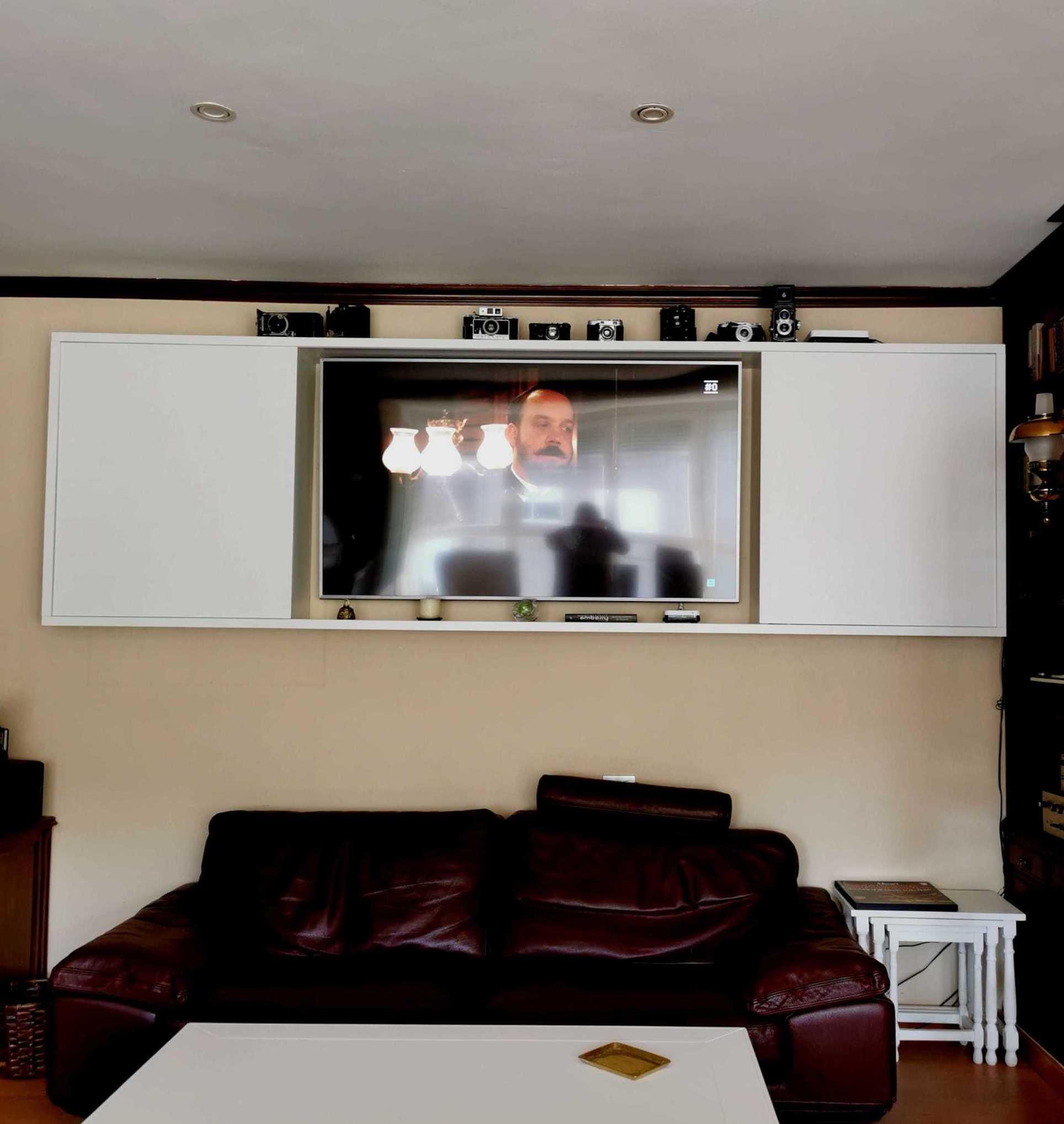Mueble de colgar para TV abierto
