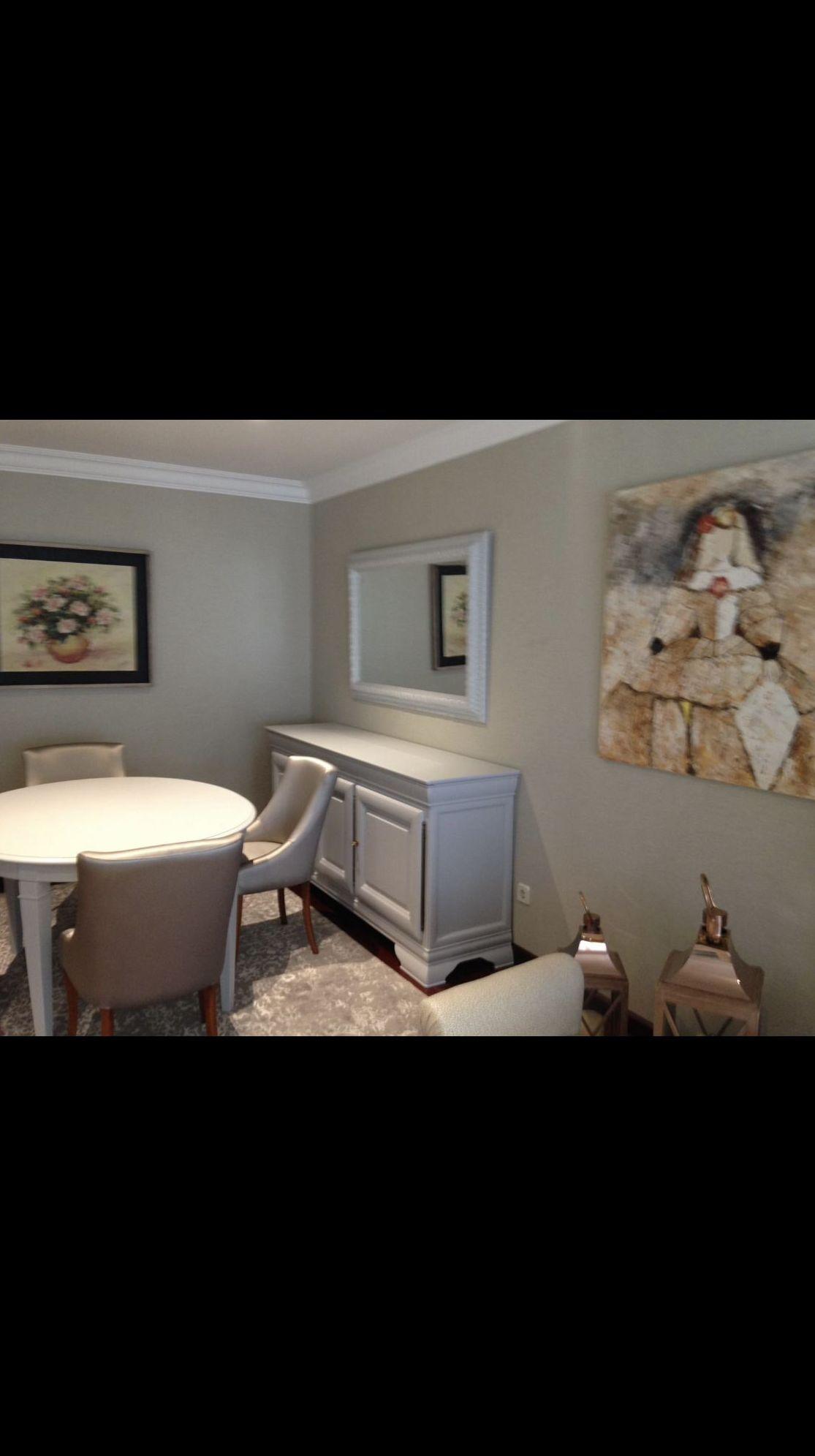Restauración y lacado color gris claro, de aparador, mesa y Marco de espejo