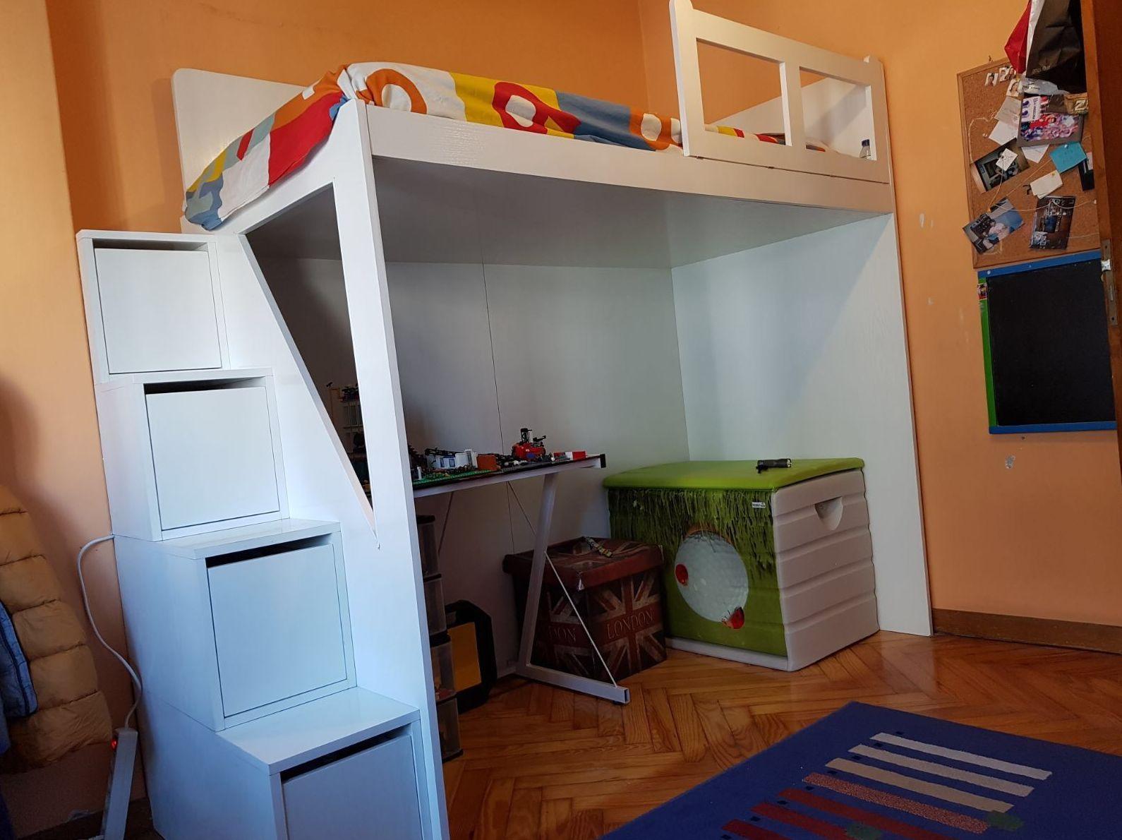 Cama alta para habitación infantil