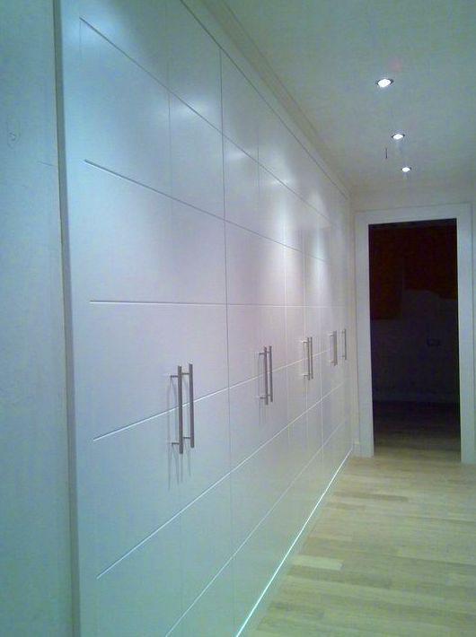 armario con puertas estriadas
