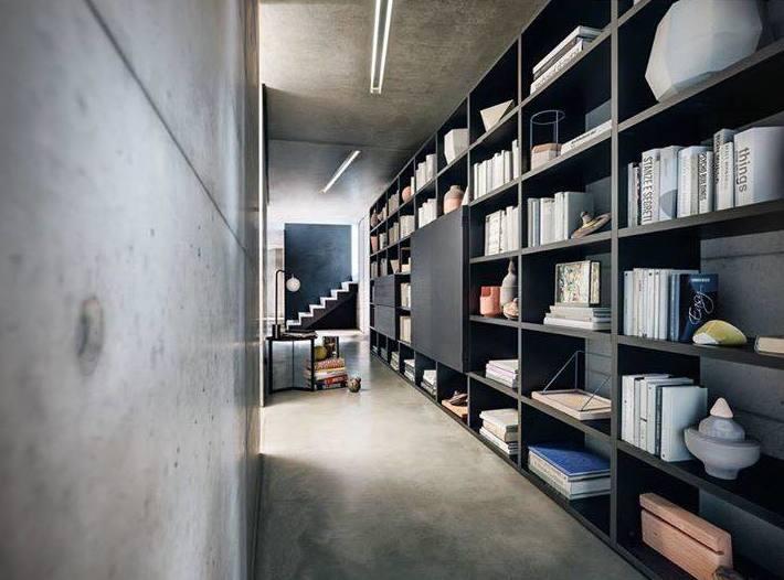 estantería en color negro, para cualquier zona de la casa, pasillo, salón...