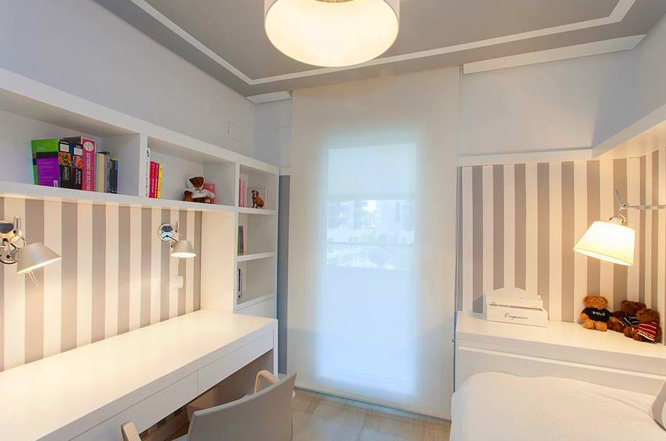 mesa, estantería, mueble arcón, cama