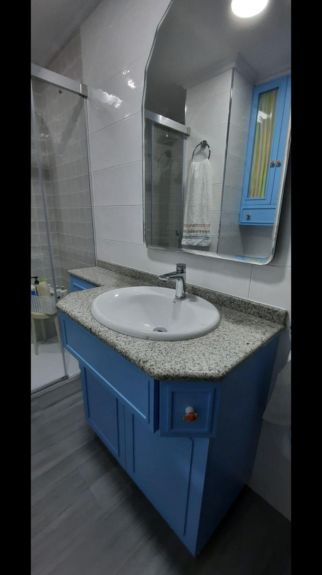 Mueble de baño lacado en color azul