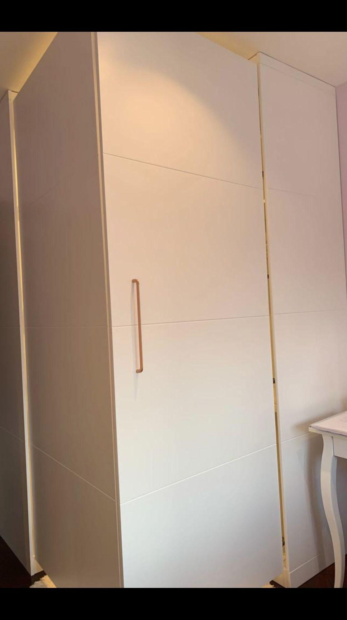 Armario vestidor realizado en DM, lacado en color blanco