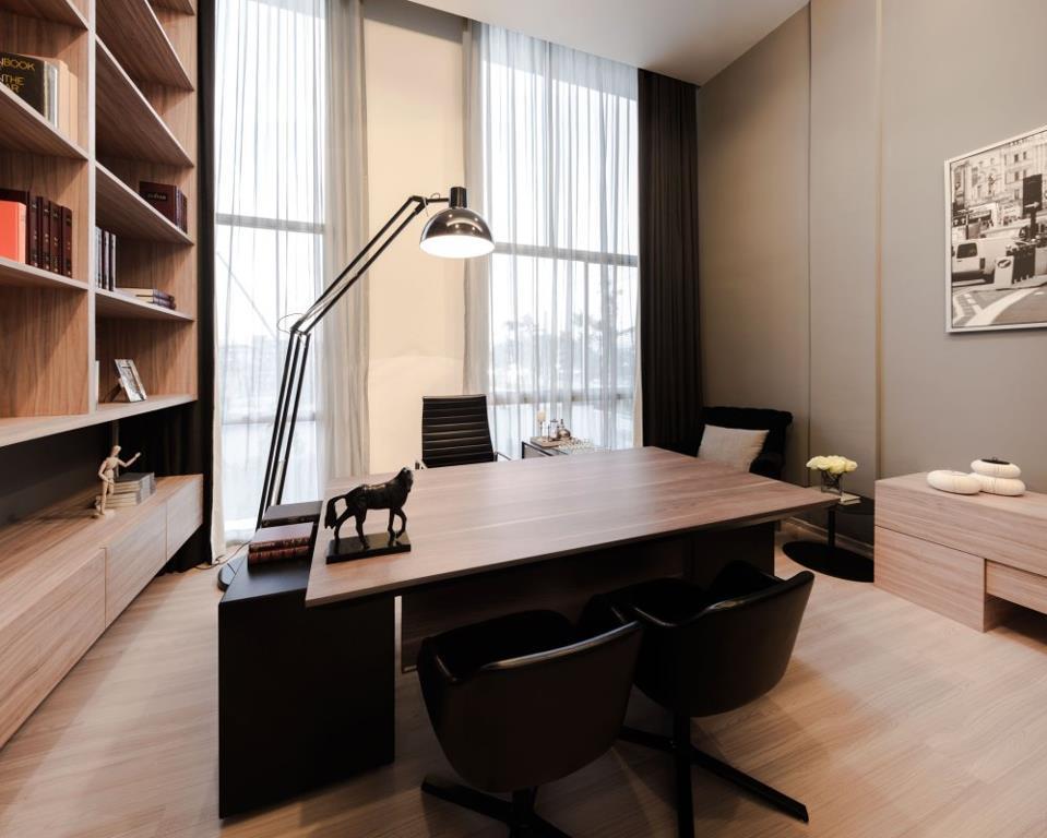 Muebles y mesa para el despacho Antonio Lugo