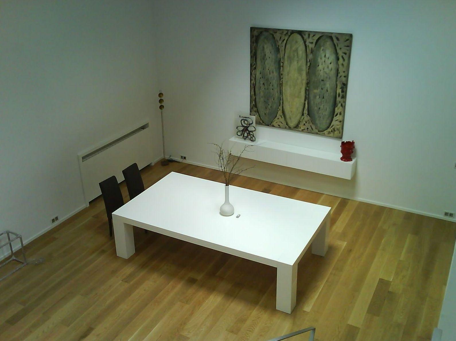 Mesa de comedor lacada en blanco