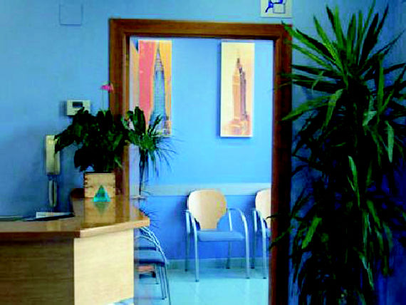 Foto 2 de Dentistas en Sopelana | Clínica Dental Moreaga - Dra. Daniele