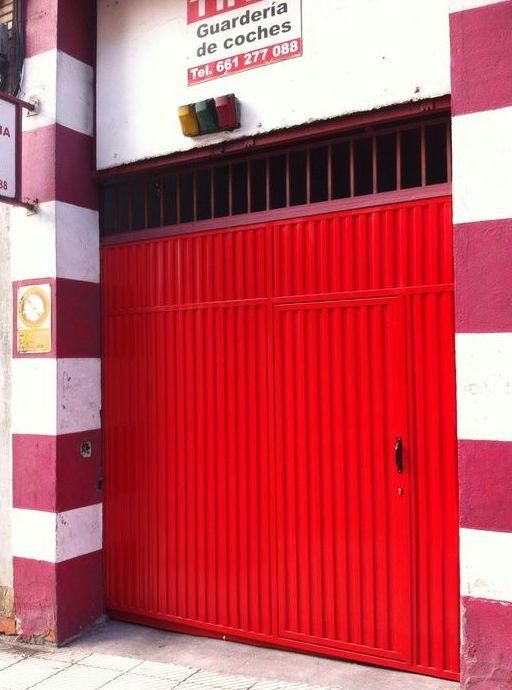 Portón de garaje automatizado