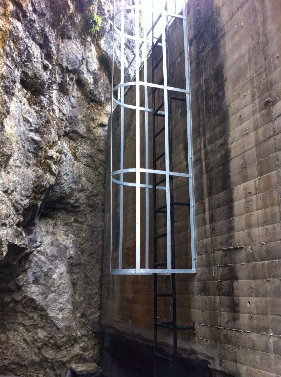 Escaleras de Seguridad: TRABAJOS de Carpintería Metálica Hialupin