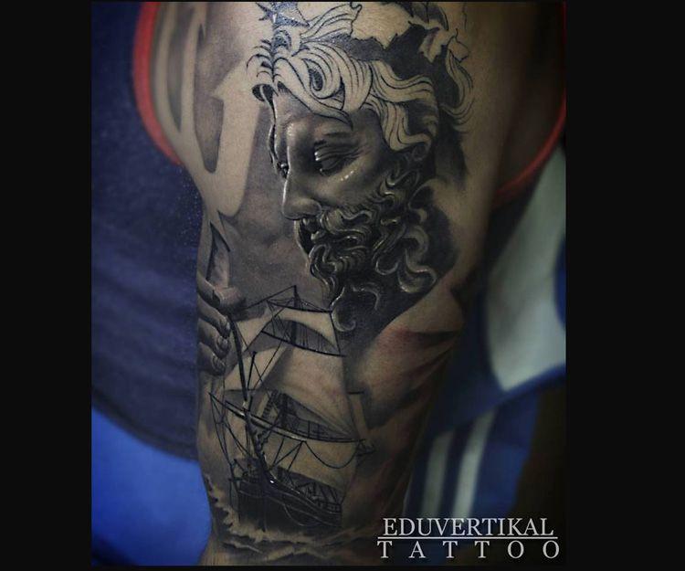 Tatuaje Poseidón y barco