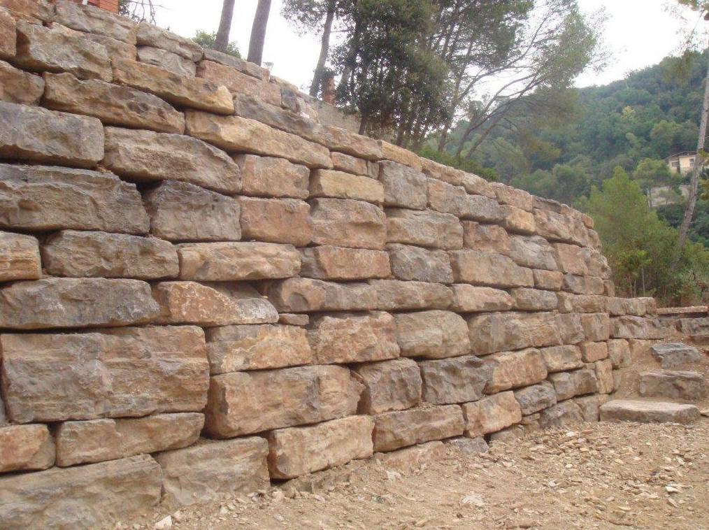 Construcciones y excavaciones Andrés Vila: muros de rocalla, bancales y accesos a parcelas