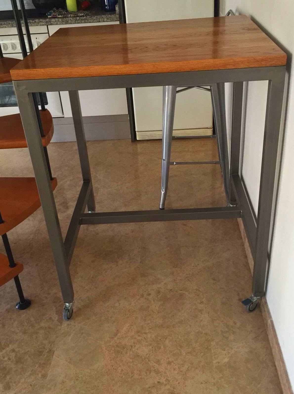 Mesa para cocina en hierro, lacado transparente.