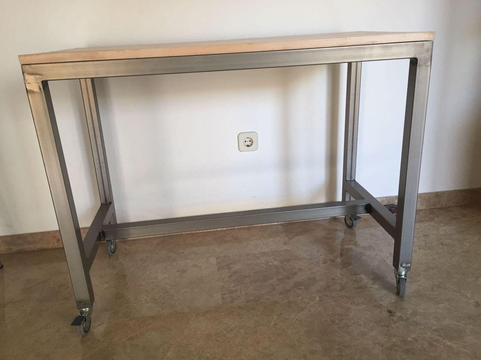 mesa escritorio. Lacada color transparente